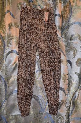 Леопардовые лосины.