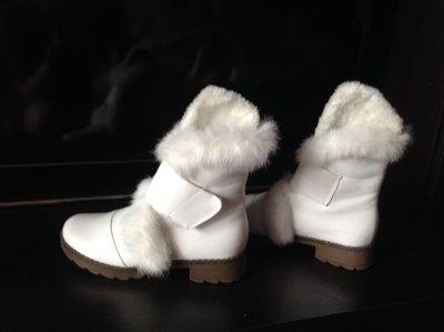Ботиночки, полусапожки белые с опушкой из кролика.