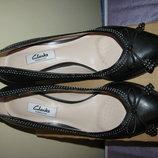 Туфлі нові стильні брендові шкіряні дихаючі Clarks Оригінал р.6,5 стелька 26 см