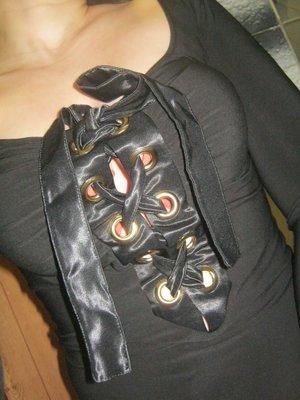Стильная, стрейчевая черная кофта в обтяжку со шнуровкой.S-M, 44-46.