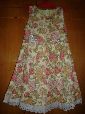 Симпатичный нарядный сарафан в идеальном состоянии. На 6-7 лет
