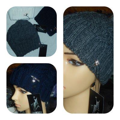 Теплые женские шапки,р-р универсальный,на небольшую голову