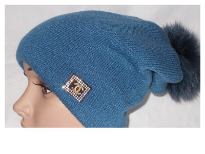 Вязаная молодежная шапочка на флисе. Натуральныи помпон.