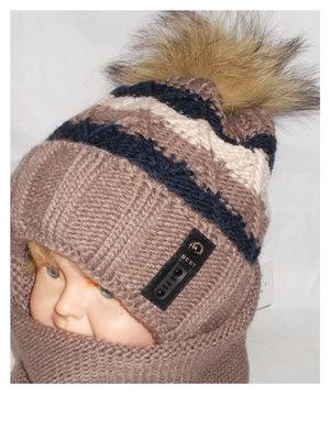 Вязаная шапочка на завязках и натуральным помпоном - енот , холлофаибер. До 5-ти лет.