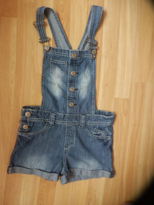 Фирменный легкий джинсовый комбинезон F&F девочке 9-10 лет состояние отличное