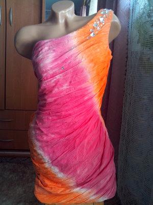 Шикарное брендовое платье с камнями
