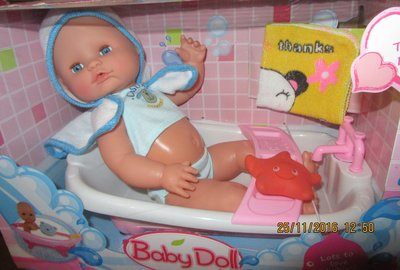 Пупс писающий baby doll с ванной