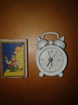 Часы будильник старинные кварц металический корпус
