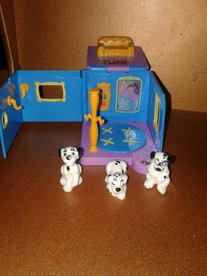 Игрушка фирменный домик с собачками