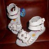 Новые в наличии - нарядные белые босоножки, сандалии