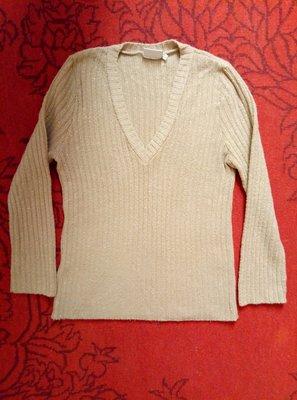 Красивый свитер-джемпер бежево-золотистый