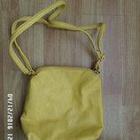 маленька яскрава сумочка