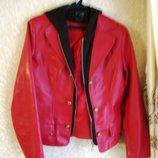 Куртка с капюшоном, на молнии, кожзам, размер 42-46, б/у, состояние сфотографировала, ньюанс