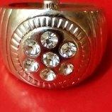 Массивный перстень под серебро с камнями, унисекс.