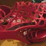 Гламурные эффектные яркие лаковые плетеные босоножки малинового цвета фуксия Танкетка и каблук.40-й