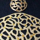 Подвеска, браслет из натуральной кожи бежево-золотистого цвета.