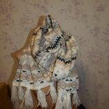 Актуальный вязаный теплый женский шарф с кисточками