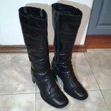 Продам зимние кожаные сапоги 38 размера. Стелька 25 см.