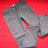 Фирменные штаны джинсы в узорах, серый цвет