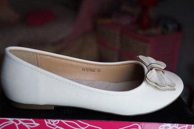 ef2ca01c2 Сказочные туфли для девочки молочные,белые новые нарядные р. 30,31 ...