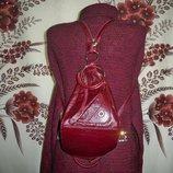 Стильна шкіряна сумочка-рюкзак від українського виробника.