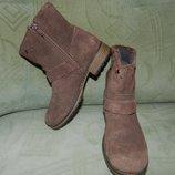 Шикарный новые замшевые ботиночки Clarks 11 размер.