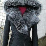 Шикарная куртка с капюшоном из натуральной кожи и натуральным мехом чернобурки