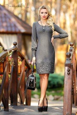 Платье классического приталенного силуэта 462