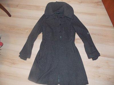 Пальто серое шерстяное с вязаним воротником