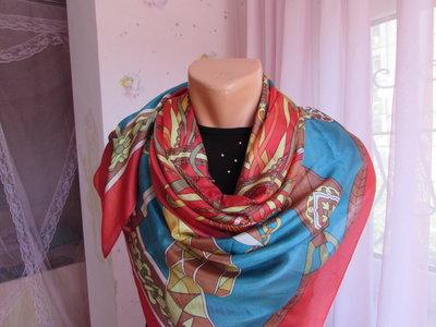 Шелковый платок в стиле Гермес.