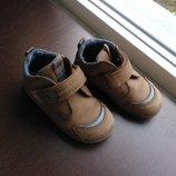 фирменные ботинки для мальчика р. 21