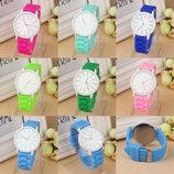 Супер цена Модные женские часы ,силиконовый ремешок 7 цветов