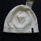 белоснежная новая шапка, на флисе.