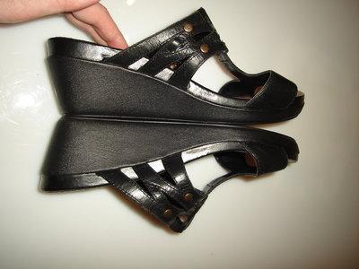 Новые кожаные босоножки Clarks, реально на 39-40 размер, стелька 26см широкая нога UK 7.5 высота
