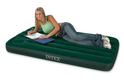 Односпальный матрас - кровать с насосом INTEX 66950 76Х193Х22СМ.