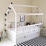 Кровать деревянная домик, детская с ящиками.