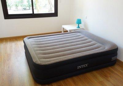 Высокая двуспальная надувная кровать Intex 67738/64136 152Х203Х43 См. 220V.
