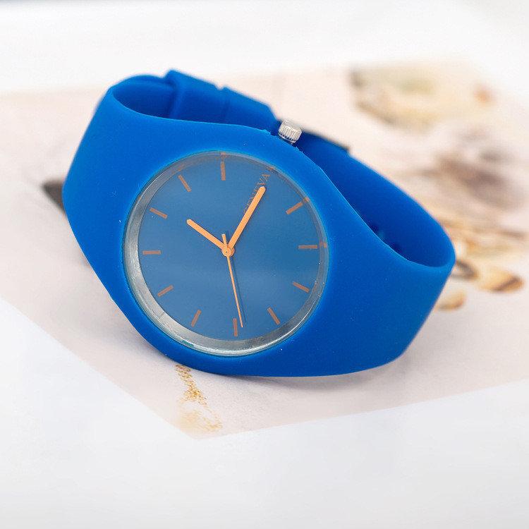 Резиновые часы большие на руку