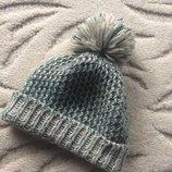Вязанная шапочка с серебристой ниткой с помпоном