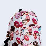 Яркий городской рюкзак с модным принтом