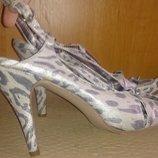 стильні сірі леопардові босоніжки р39 Evie нові