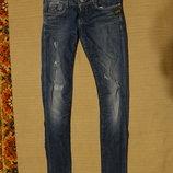 Мягкие темно-голубые джинсы с протертостями и выбеленностями G-Star 29