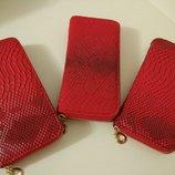 Кошелек красный, кожзам, 3d кожа рептилии с ремешком на запястье