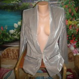красивый пиджак с отливом,новое состояние
