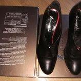 Стильные Ботильоны ботинки сапожки на каблуке. р.40 Польша кожа