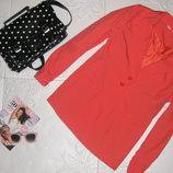 Весенний удлиненный пиджак трендового цвета