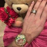 Эффектные розовые часы с цветков