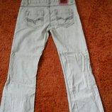 Фирменные светлые джинсы