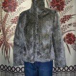 Фірмова шубка для модниць Hennes, 10р.