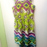 Яркое платье для девочки модного фасона.